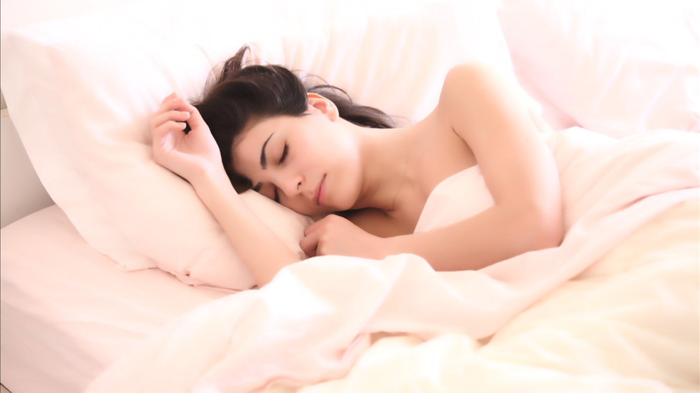 バストアップには良質な睡眠が必要!おすすめの時間帯と効果/方法